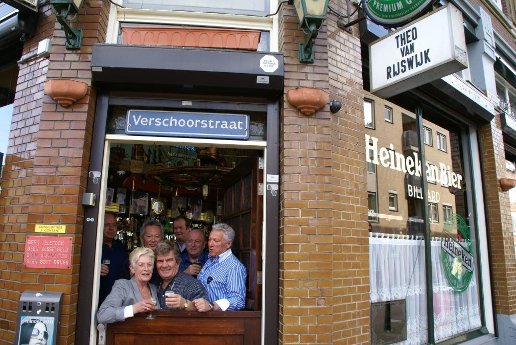 Café Verschoor van Theo en Joke al dertig een heerlijk bruine kroeg in Delfshaven