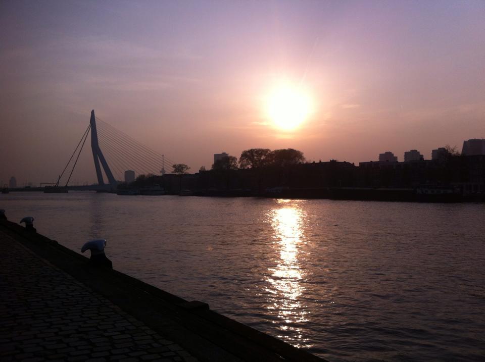 foto ondergaande zon Erasmusburg credit Sylvia Niemantsverdriet