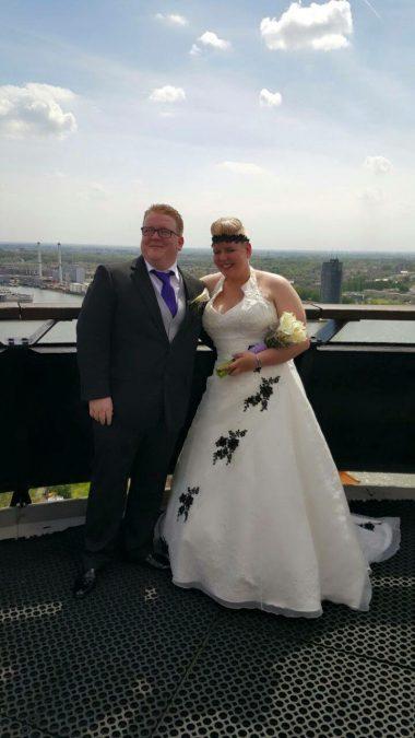 De trouwfoto van Stefan en Leonie Herrewijn