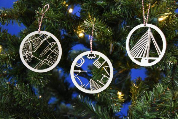 Rotterdamse houten Kerstballen: drie stuks